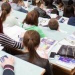 Студенты сидят в аудитории