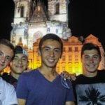 студенты МСМ на фоне ночной Праги eurostudy