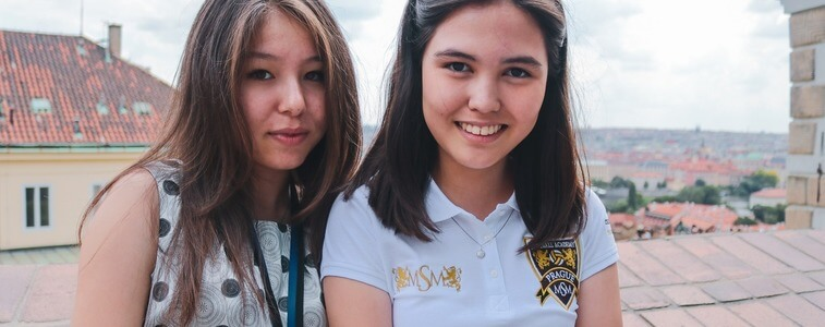студентки в Пражском Граде eurostudy
