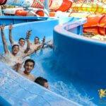 аквапарк в Праге, мальчики едут с горки, вручение сертификата, eurostudy.cz