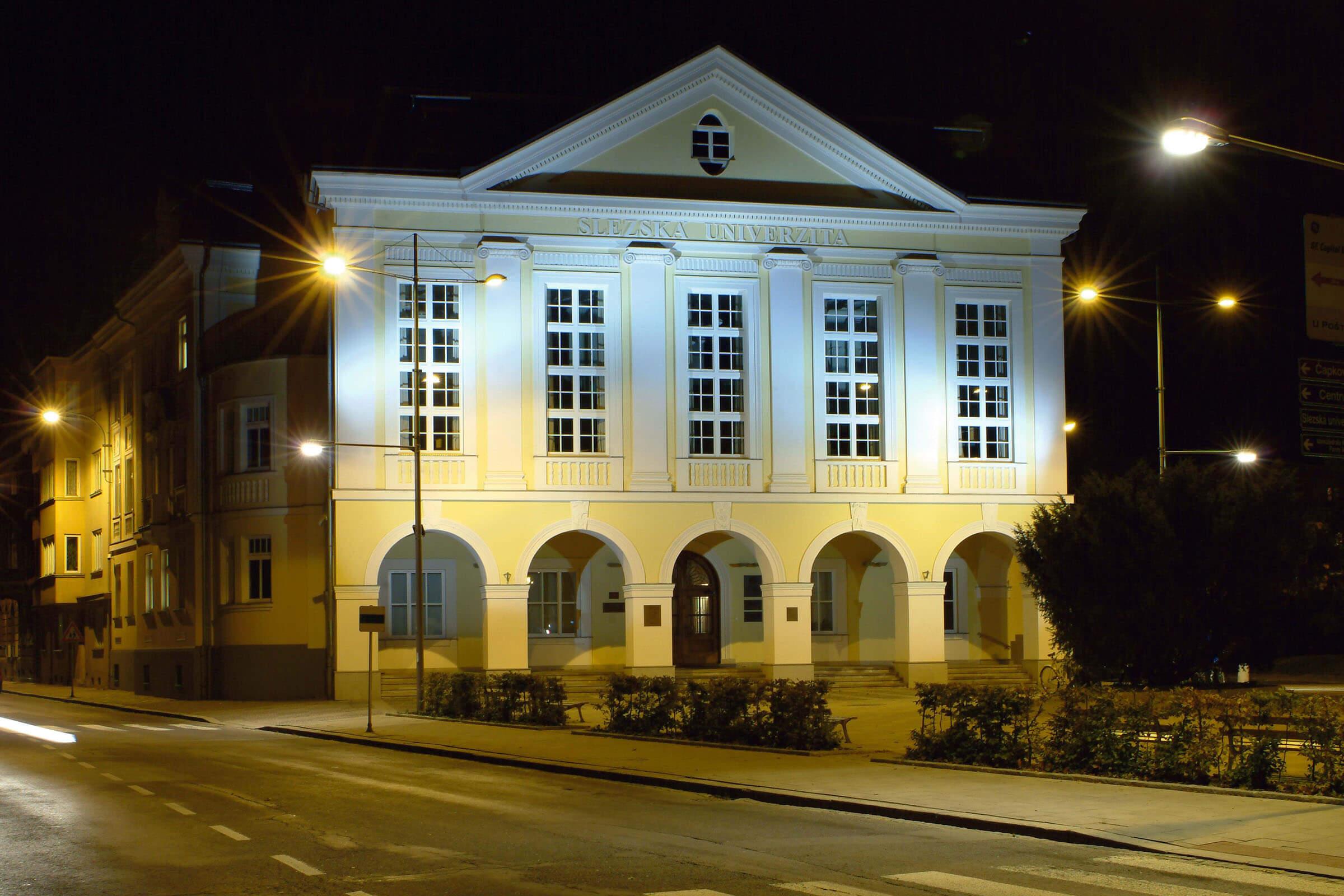 Силезский университет ночью